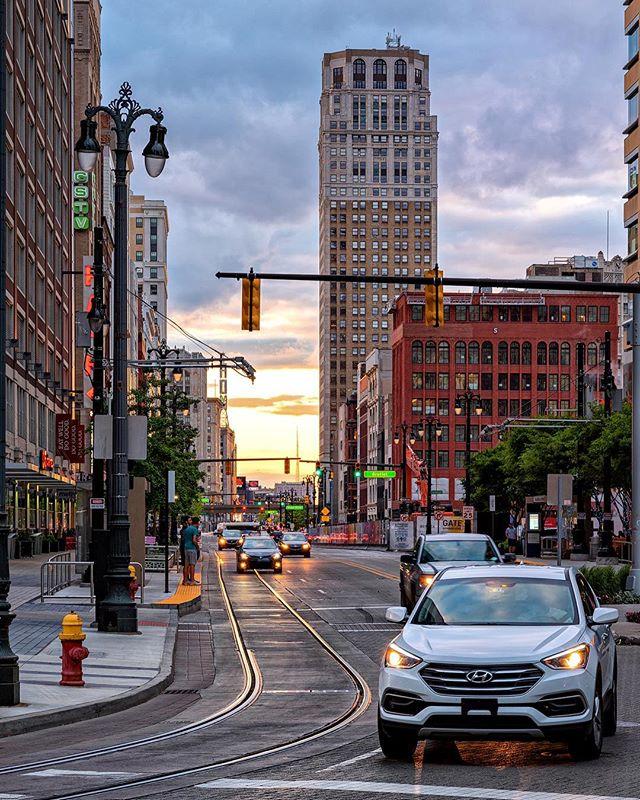 Woodward . . . . #detroit #motorcity #skyline #woodward #motorcityshooters #michigan #architecture #historic #architecturelovers #cityscape #streetphotography #agameoftones #instadaily #picoftheday #instagood #pentax #citykillerz #city #citylife #skyscraper #gramslayers #urbanphotography #illgrammers #urban #rawdetroit #puremichigan #sunset #depthobsessed #photooftheday