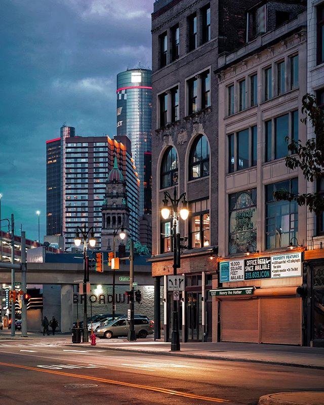 Detroit Nights . . . . #detroit #motorcity #nightlife #motorcityshooters #michigan #architecture #photooftheday #architecturelovers #cityscape #streetphotography #agameoftones #instadaily #picoftheday #instagood #pentax #citykillerz #city #citylife #photooftheday #gramslayers #urbanphotography #illgrammers #urban #rawdetroit #streets #puremichigan #depthobsessed #night