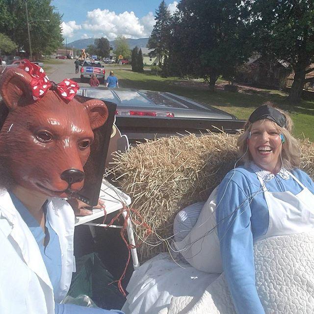 Goldilocks and her bear-y good sleep tech at the MayDay Parade!  #maydayparade #oroville #northvalleyhospital #goldilocks
