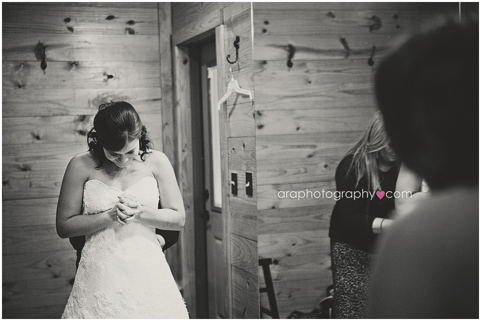Sandy_Oaks_Weddings_Ara_002
