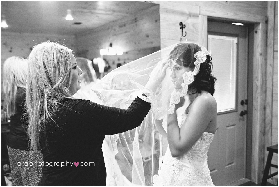 Sandy_Oaks_Weddings_Ara_004