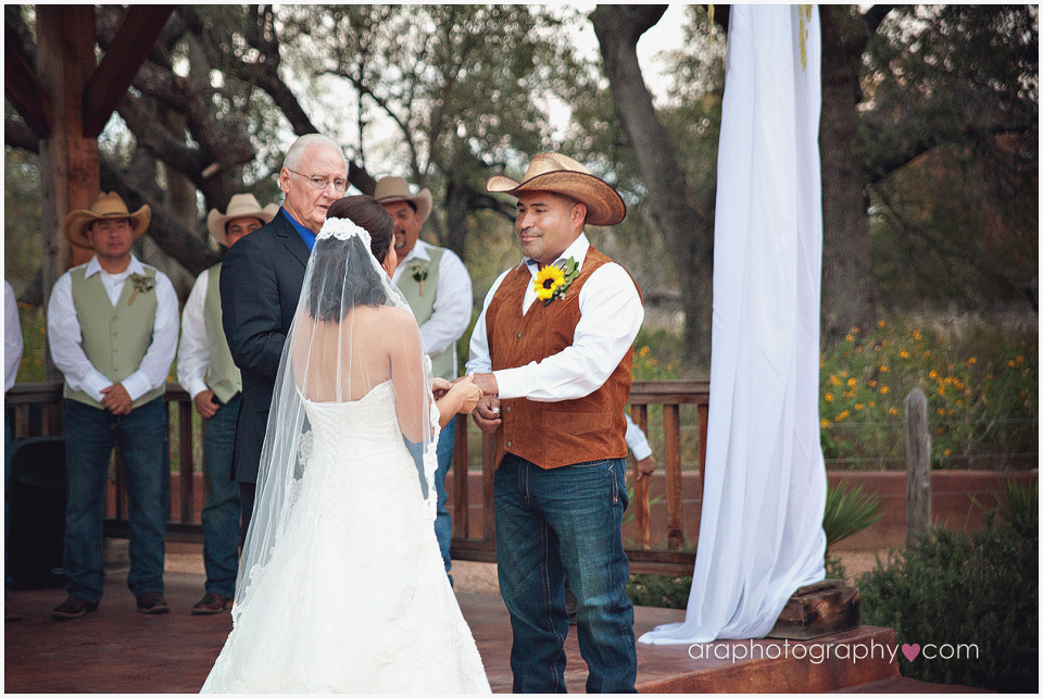 Sandy_Oaks_Weddings_Ara_006