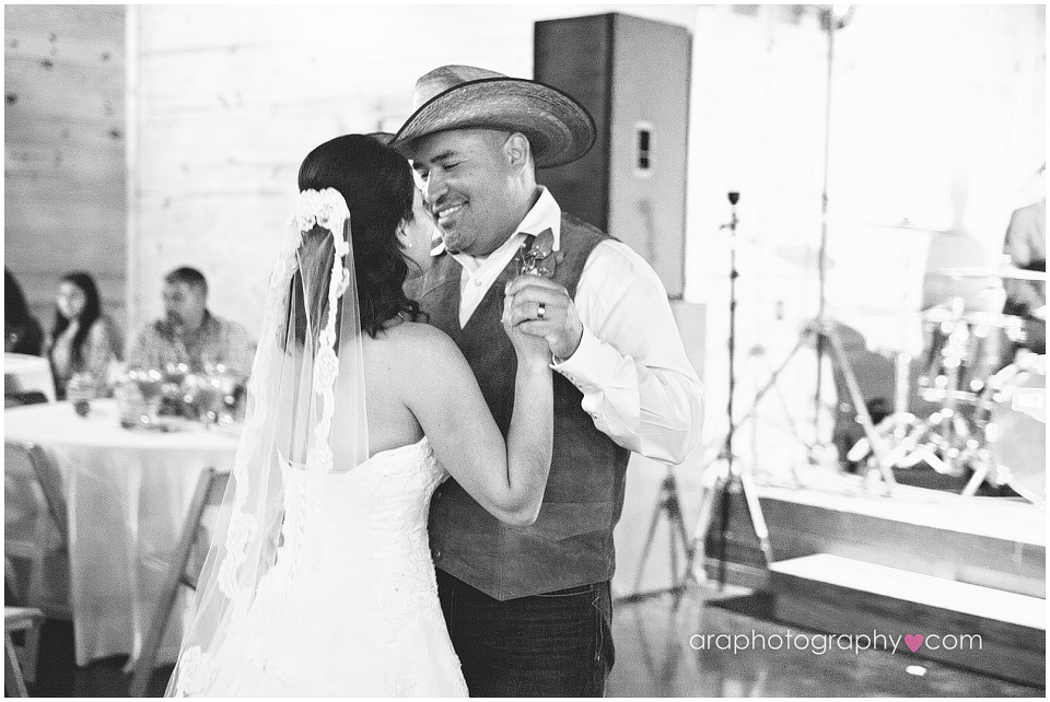 Sandy_Oaks_Weddings_Ara_012