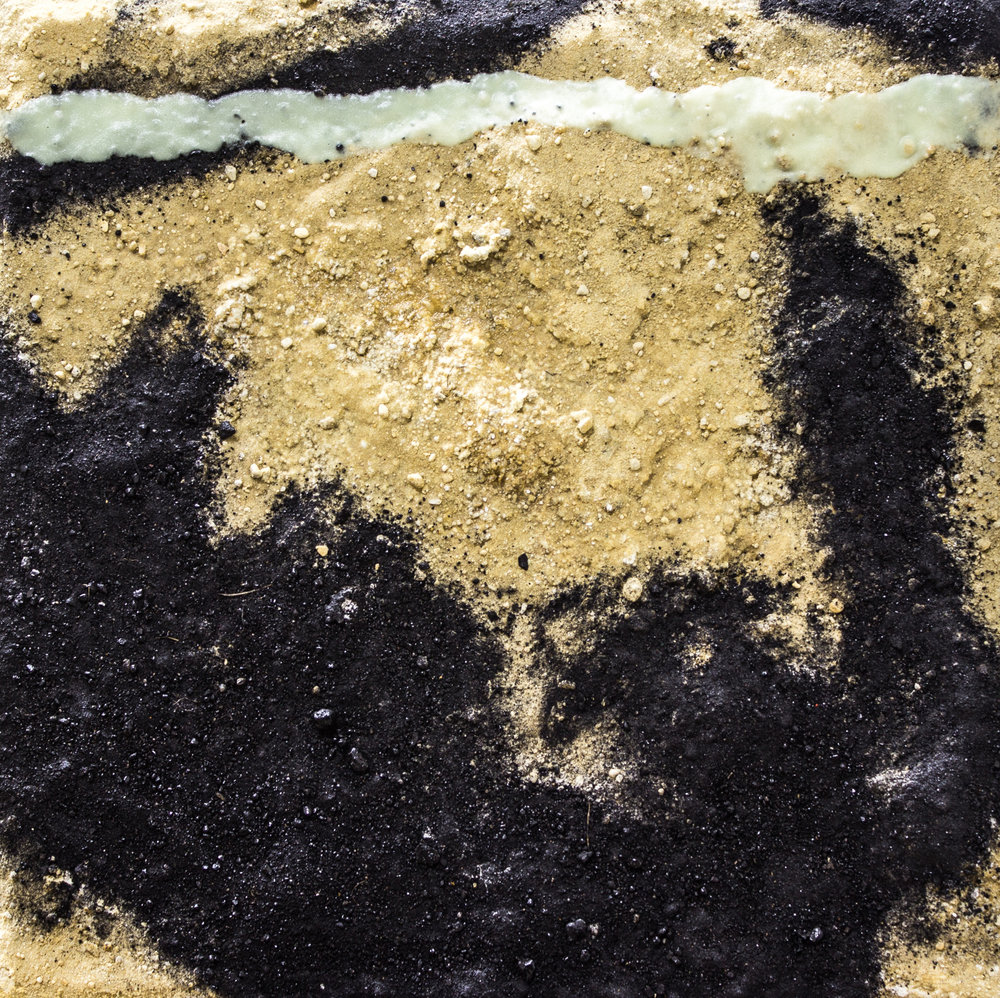 Arena y carbón. Técnica mixta sobre lienzo. 40 x 40 cm.
