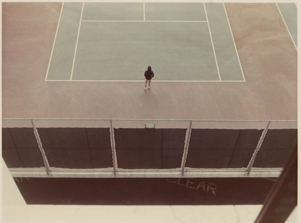 Tennis court,  1976. Colour print. 20,3 x 26,7 cm.