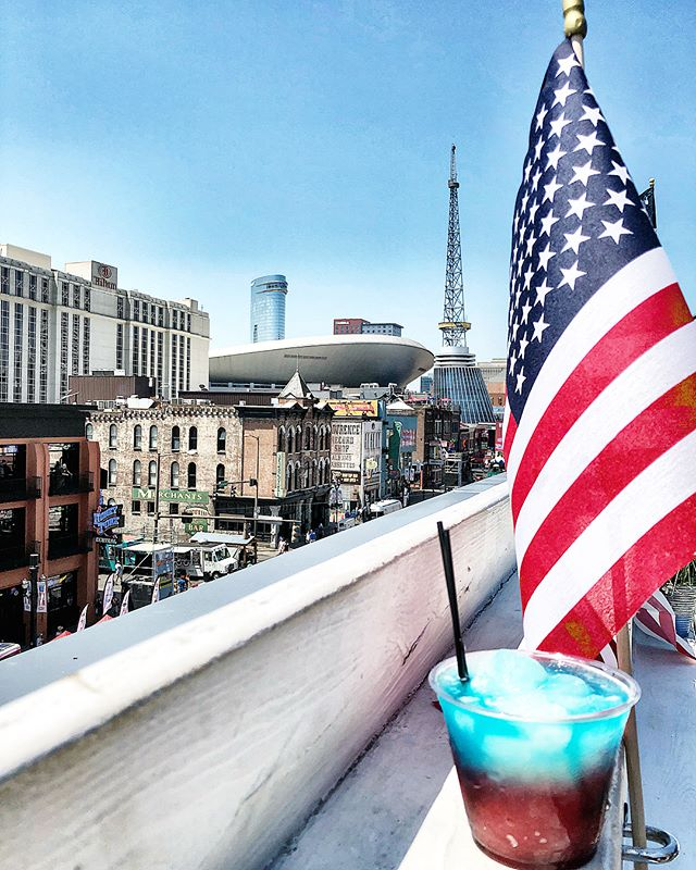HAPPY BIRTHDAY AMERICA 🦅 Head on over to The Valentine to get a little taste of red white and blue and if you haven't purchased your ticket for tonight... do it. Tickets include upper deck access away from the crowd, open bar from 8pm-10pm, free BBQ, firework views and games! Celebrate the Valentine way 🇱🇷🇱🇷🇱🇷 Link in bio. #merica #thevalentineway #partyintheusa