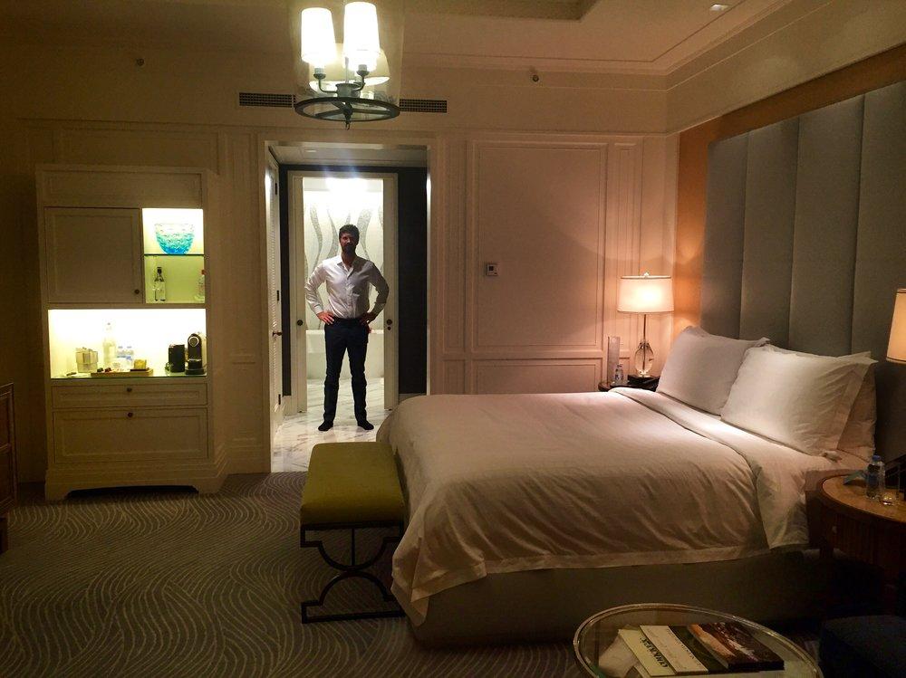 Four Seasons har store flotte hotellrom. Det er veldig varmt i juli, så det beste er hotellets bassenganlegg med egne cabanas.