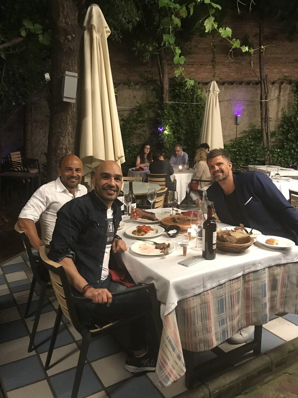 Anbefaler et besøk i den koselige restauranten Zuloaga