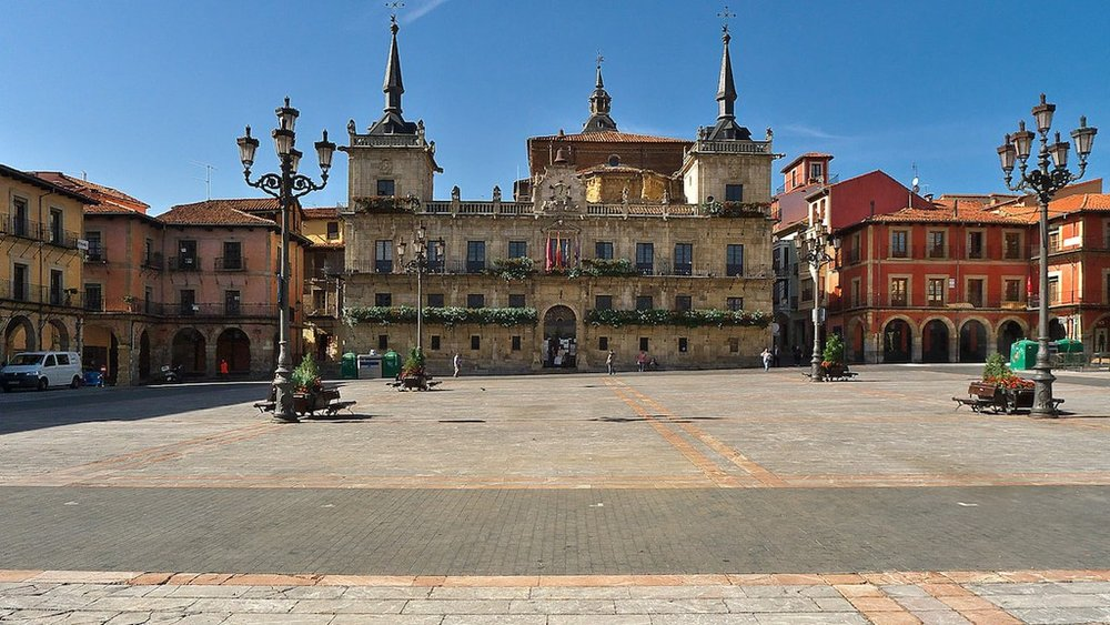 Plaza Mayor, León, Spain | ©José Luis Filpo Cabana / Wikimedia Commons