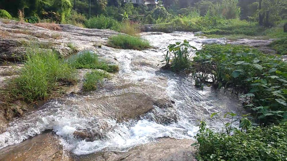 Huay Kaew Waterfall entrance view
