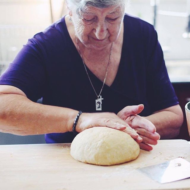 We are so thrilled to be showcasing cook Baba Maria. She graciously shared with us her beloved Croatian Orahnjača, a traditional walnut roll often cooked around Easter 🐰🐰. Full recipe and story through   #fromthetabletop #cooknotchef