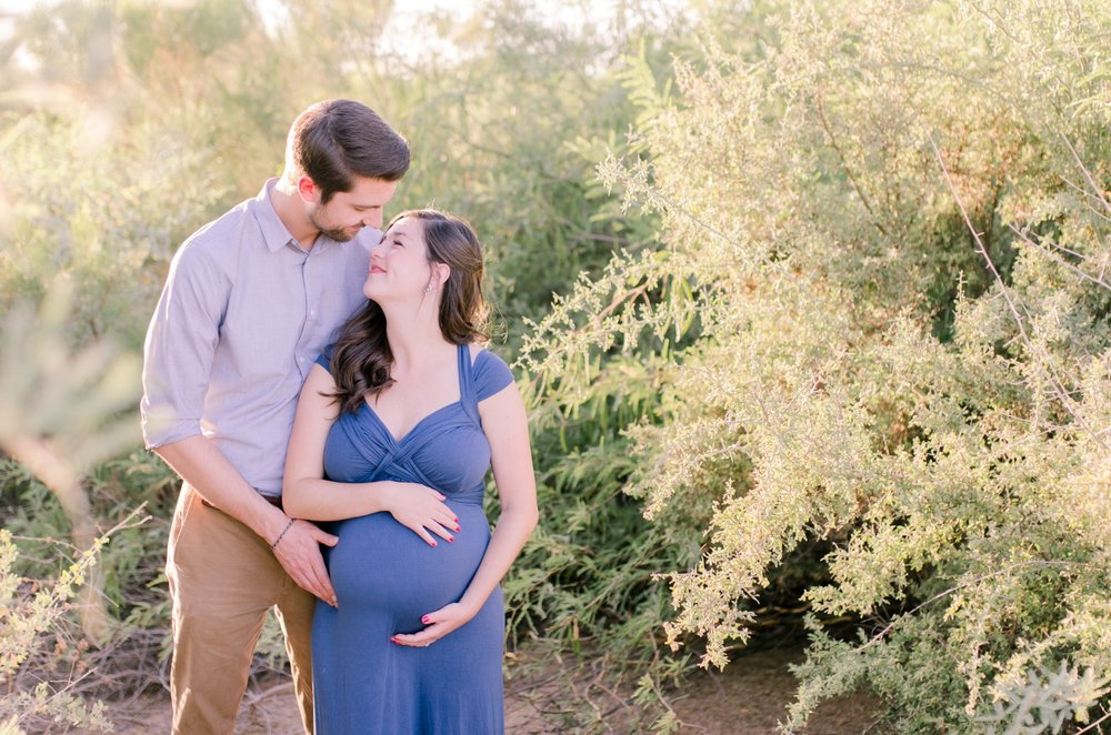 Light and airy style maternity photo shoot in Scottsdale