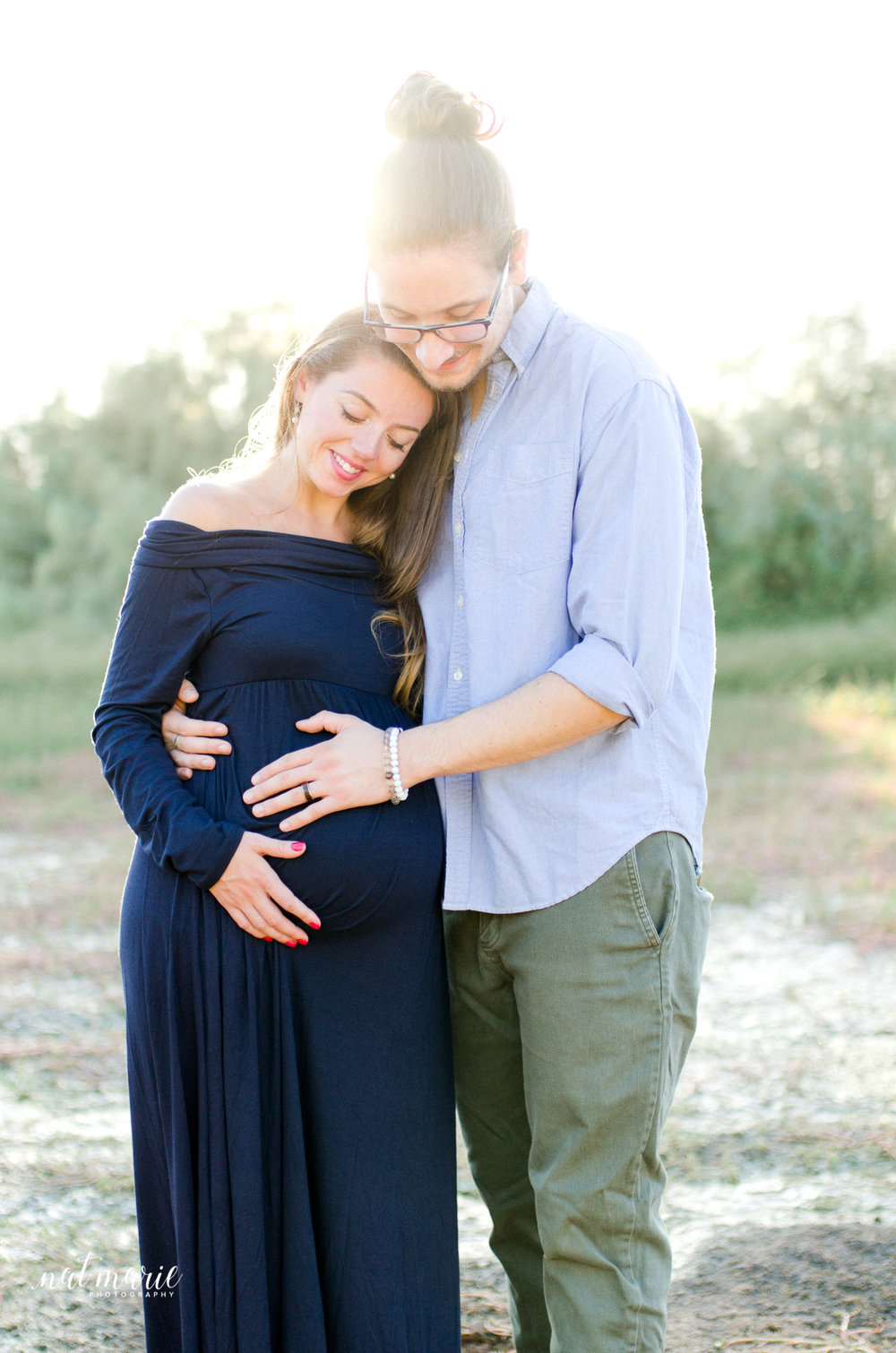 light flare maternity session with dark blue maternity dress