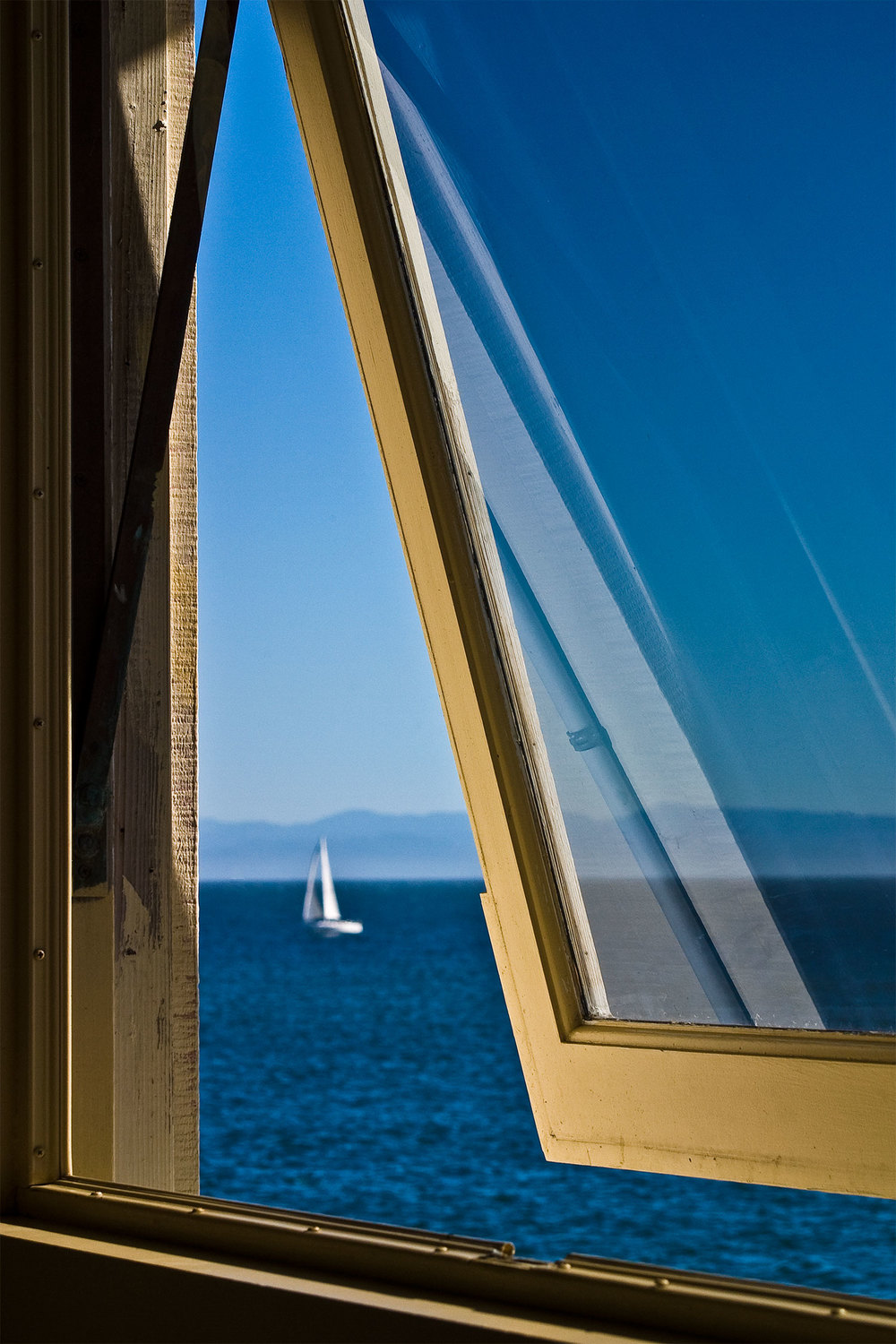 window_on_pier_1500.jpg