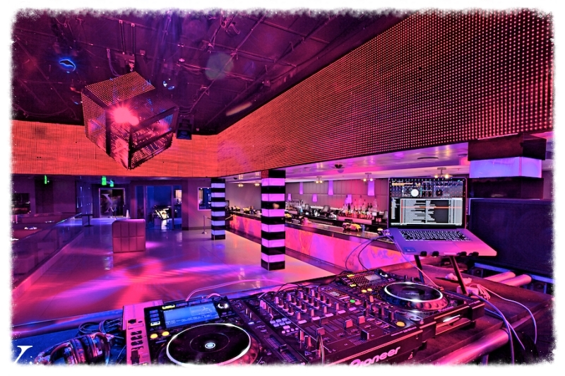 Night clubs / Club Nocturnos Alakran Entertainment in associacion with Topete sound has you hooked up with lighting and pro sound for your Night club, Profesional DJ'S , Popular bands and Singers, Publicity, Night club enviroment, Security Guards and more. You will not be dissapointed.