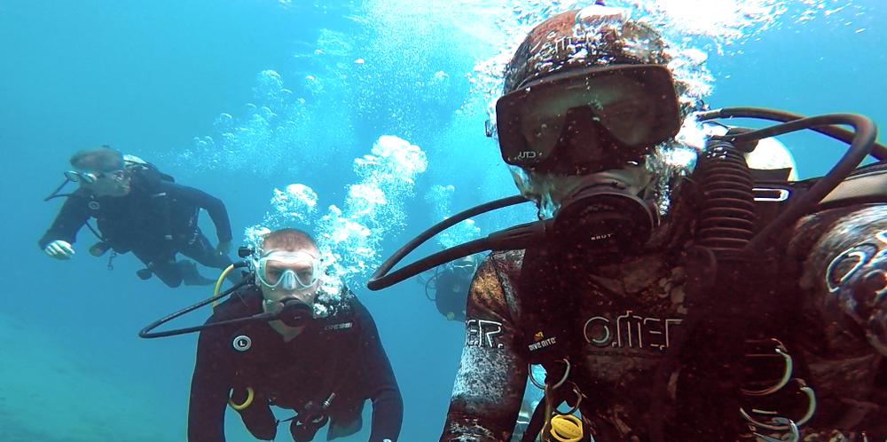 Instructor Daniel Valentine Leading New Divers.