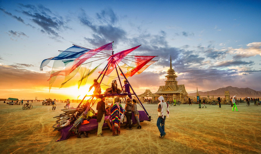 trey-ratcliff-flags_burning-man-1.jpg