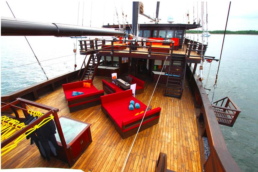Яхта WAOW