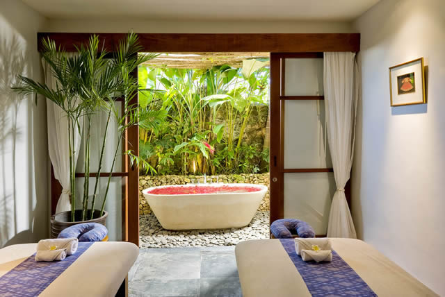 Longhouse-Spa-&-massage-room.jpg