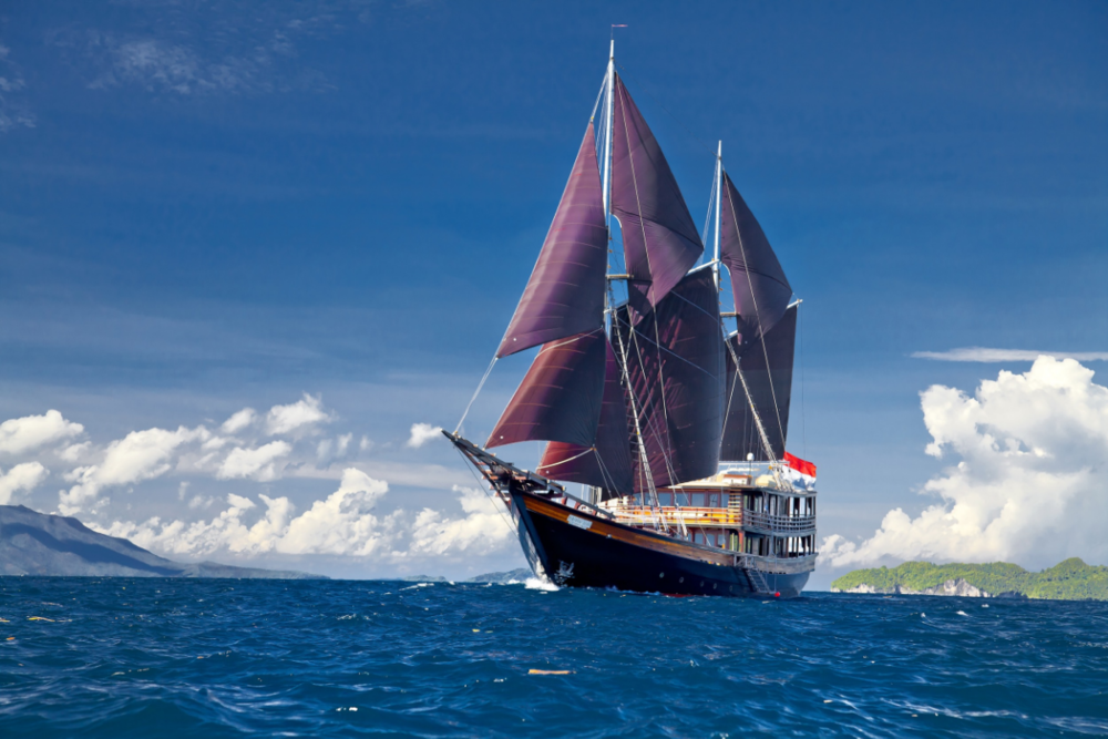 Ultimate Indonesian Yachts_Dunia Baru_main.jpg