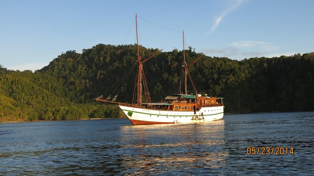 Яхта TAMBORA
