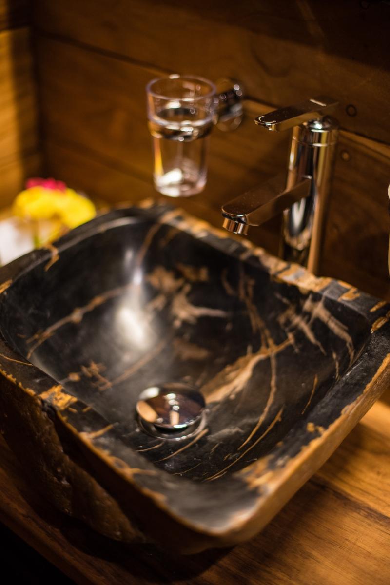UIY_Samambaia_sngle_cabin_sink_detail.jpg