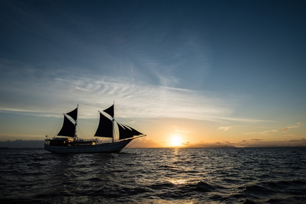 UIY_Samambaia_under_sail_middle_sunset.jpg