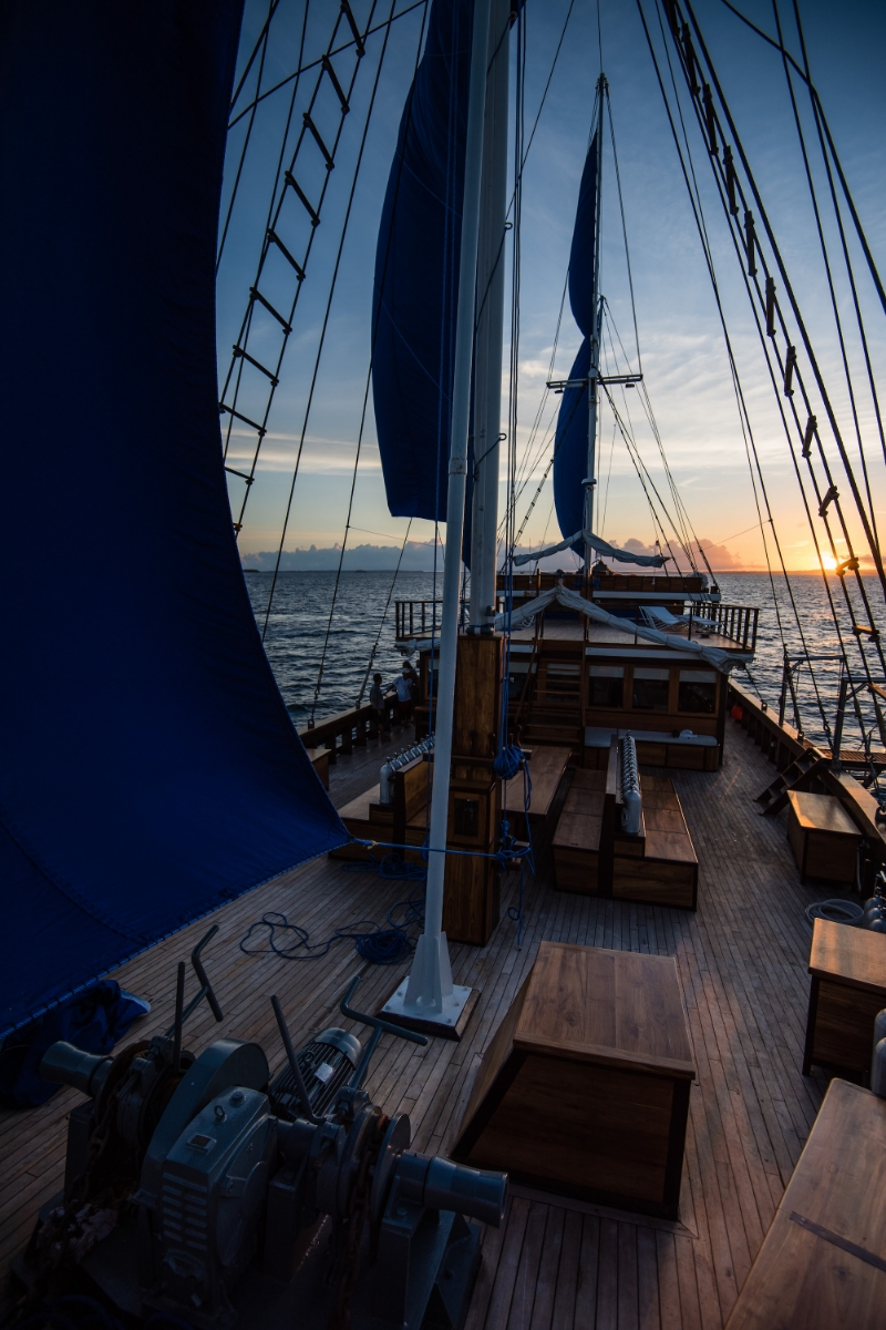 UIY_Samambaia_under_sail_deck.jpg