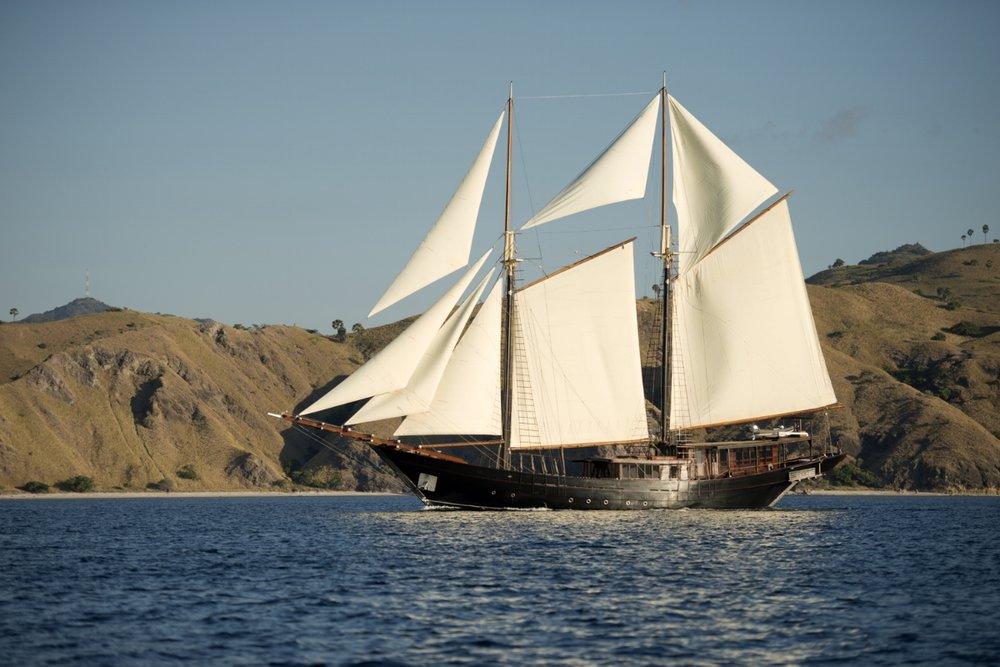 Яхта DIRA