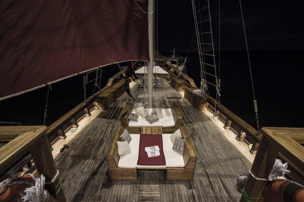 Яхта TIARE