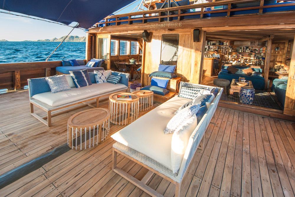 UIY_Ocean-Pure_e1-deck-livingaboard.jpg