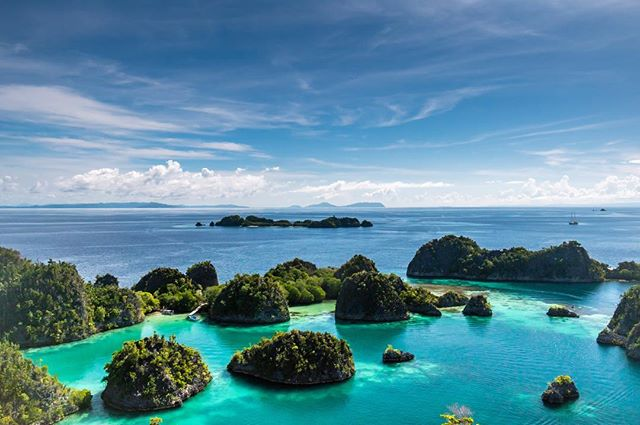 Easing into the weekend with Raja Ampat's clear skies and glassy green lagoons • • • #indonesia #rajaampat #wayag #luxurytravel #travel #sea #landscapephotography #privatetravel #island #asia #luxury #sailing #yacht #phinisi #escape #yachting #wanderlust #traveldeeper #discover #honeymoon #beach #ocean #adventure #wilderness #underwater #diving #kayak #vacation #wild #wildernessculture