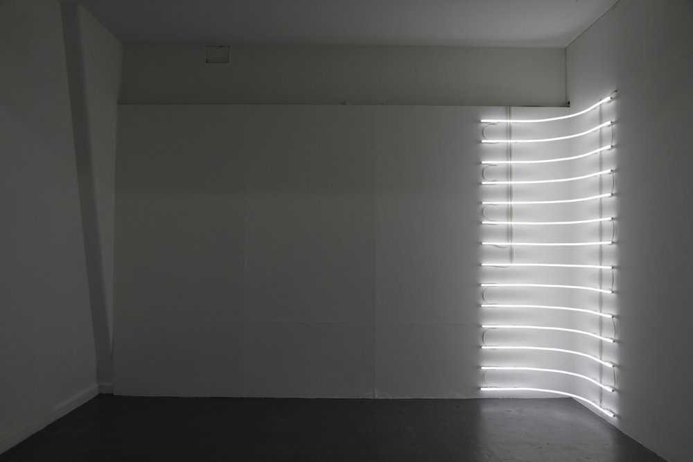 MEAGAN STREADER  Shift (corner)  . 2018 site specific neon light installation . 270 x 88 x 88 cm