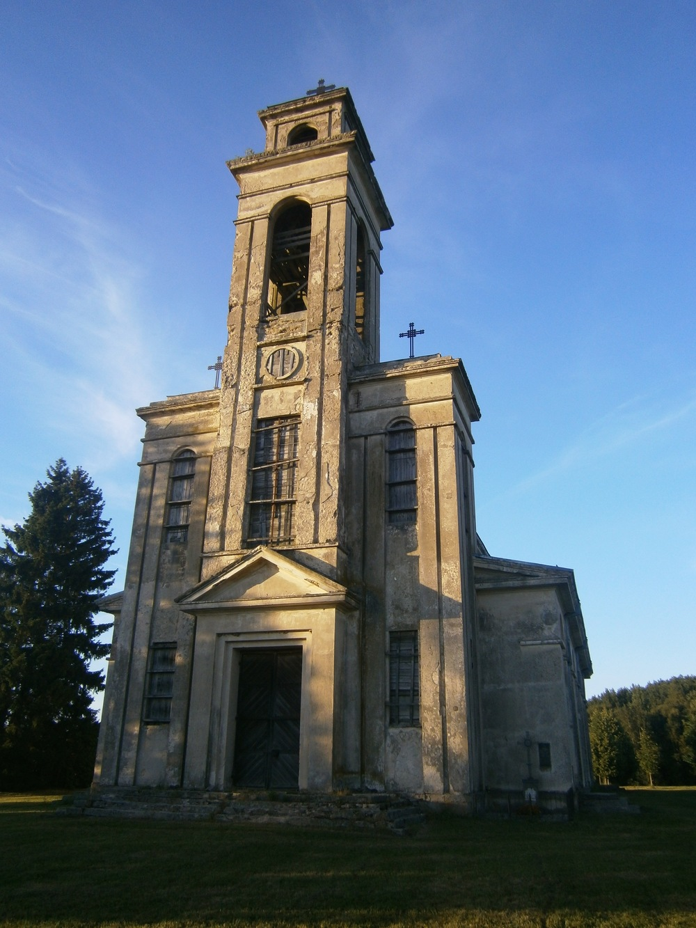 The Old Church at Palendriai is now abandoned, the new Benedictine Monastery nearby was built in 1993.
