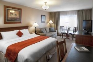KHC Tonquin Inn.jpg