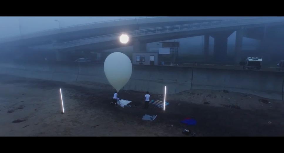 ホログラムプロジェクションシステムを搭載した気球発射