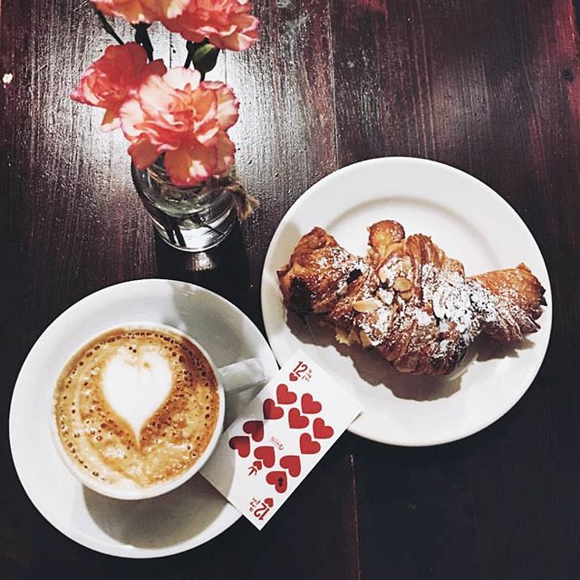 Happy Monday, Chicago. Fancy brekkie with the Queen? __________ Gorgeous photo by @maureenyu. Coffee crafted by #TwoHeartedQueen.