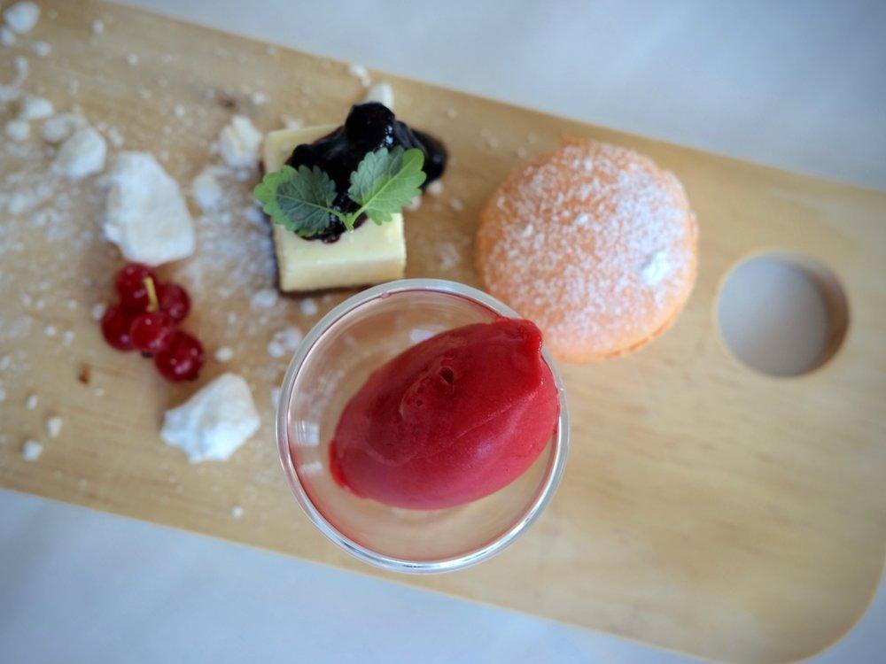 Cheese cake, macaroon & sorbet dessert