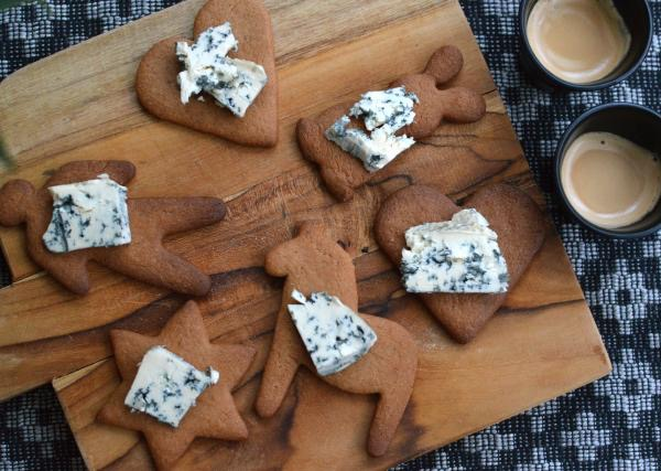 Gingerbread with blue cheese