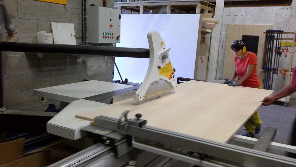 Agnes fabrication d'un meuble découpe du panneau latté Hêtre.jpg