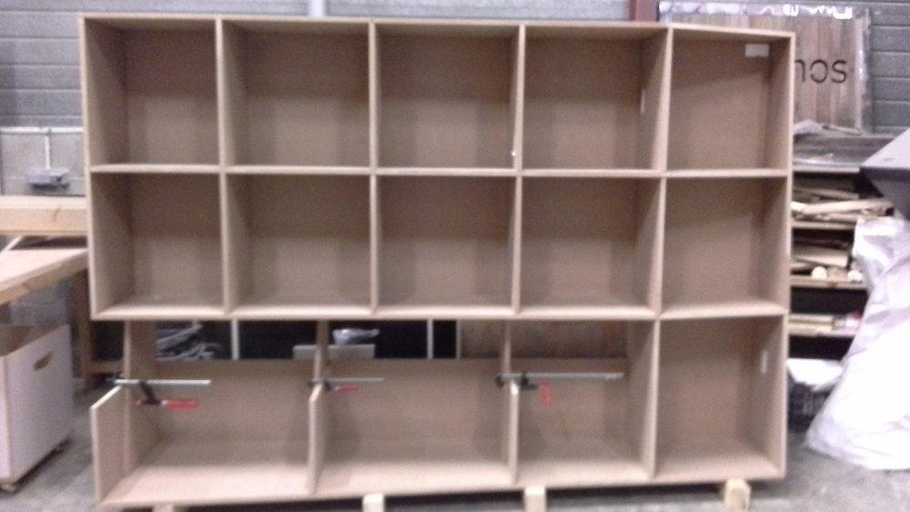 une bibliothèque en médium.jpg