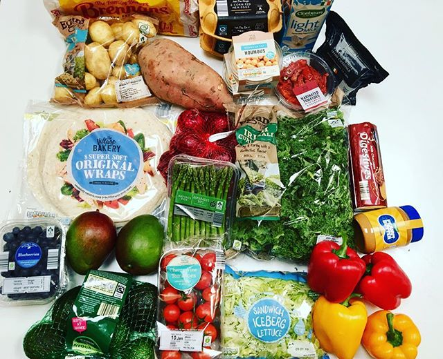 """Eating healthy doesnt have to be expensive! All this for €26.78 from @aldi_ireland, now there's no meat here because I've loads in the freezer and I'm trying to be more economical and use what I have before I buy more! I bought a good few of the """"Super 6"""" offers this week which are a real penny saver, including the blueberries, mangoes, avocados and kale! There's also things in here that ye sure have """"healthier"""" alternatives but this is a lifestyle for me so I'm gonna eat the things I enjoy in moderation and not deprive myself. I'm not """"dieting"""" or """"bulking"""" or anything, I'm just living my life and enjoying it while trying to be the healthiest and best version of myself! *Side note* I hate how much plastic is in this photo 🤦🏻♀️🌎 - I try buy the loose option for fruit and veg when I can but that's not always possible. Making those small changes is what matters though 👍🏼😁"""