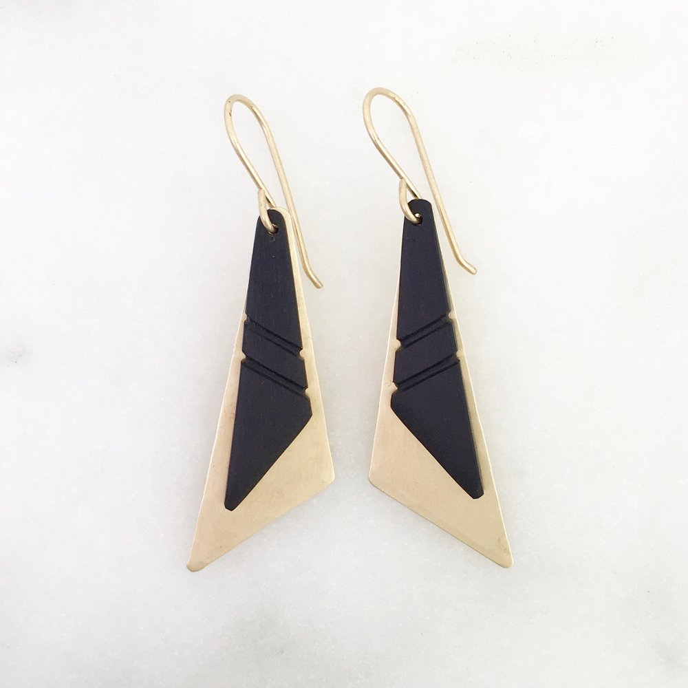 TRIBE EARRING - satin brass and ebony