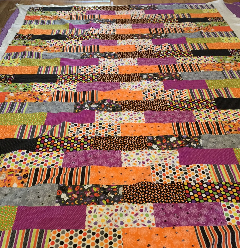 Halloween Brick Quilt | I designed this quilt to use an entire fat quarter bundle with minimal waste, the brick shaped rectangles are arranged so that I didn't have to match up any seams when piecing this patchwork quilt.