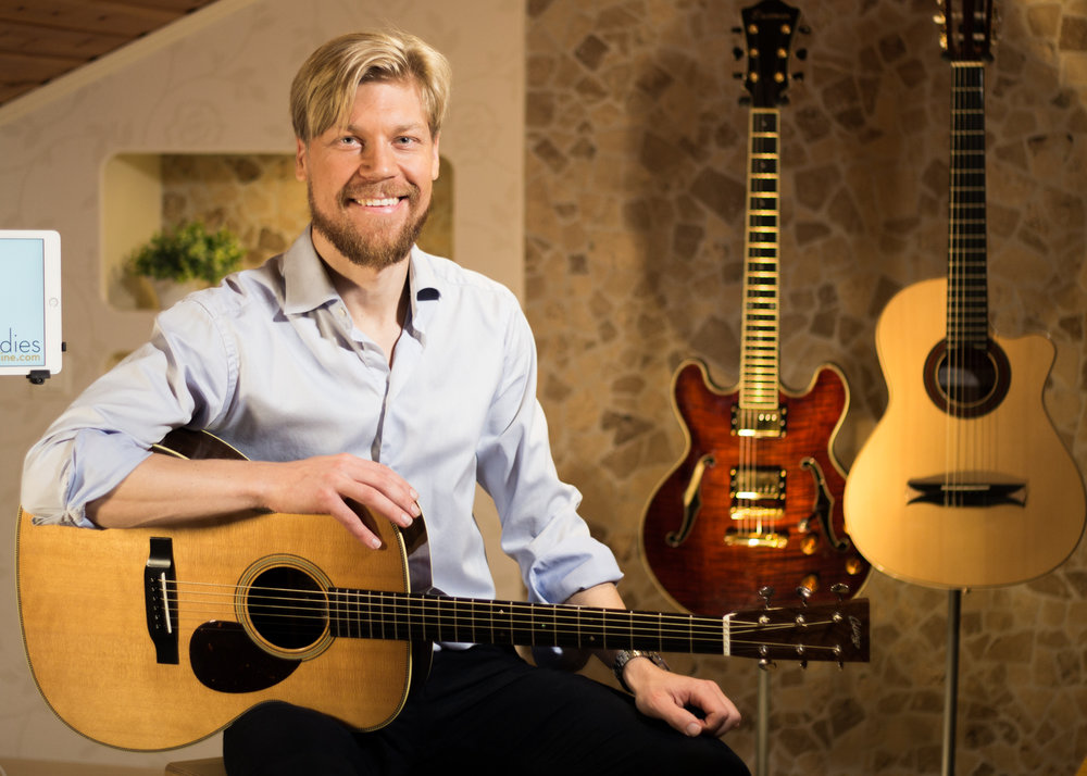 Magnus Zetterlund teaches guitar students at the Royal College of Music in Stockholm.