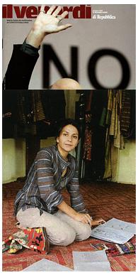 Il Venerdi di Repubblica Griffe Una stilista afgana produce abiti di alta moda e favorisce l'emancipazione femminile Così una donna di kabul fa tendenza Non si può iniziare una buona conversazione prima di aver preso una tazza di tè verde, sostiene Zolaykha Sherzad. Afgana, filantropa e designer, Zolaykha ama accogliere i suoi ospiti intorno a un tavolino da tè, in un angolo riservato del suo atelier-laboratorio di moda. Nata a Kabul, ne è fuggita da bambina, per tornarci solo nel 2001, con l'idea di fare qualcosa per la sua terra. Così ha fondato Zarif Design (www.zarifdesign.com), griffe che ha l'obiettivo di mostrare che l'Afganistan non è solo guerra, ma anche cultura. La sua casa di moda, aperta nella via della seta di Kabul, è una cooperativa composta da sole donne. Definita dal Time magazine una delle più intraprendenti stiliste in circolazione, Zolaykha Sherzad disegna capi fatti a mano con tessuti preziosi. Oltre a Zarif Design, Zolaykha ha fondato School of Hope, organizzazione non profit che promuove educazione ed emancipazione nelle zone rurali. (mi.pa.) [Screen Shot 2015-01-21 at 9.36.13 AM]