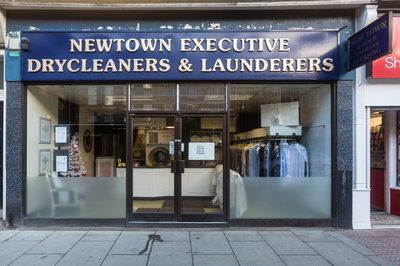 Dry Cleaners / Laundrettes