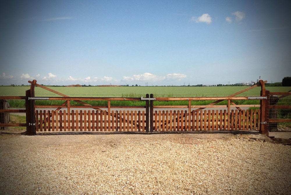 Dodd-&-Co-Agricultural-and-equine-fencing-and-construction4.JPG