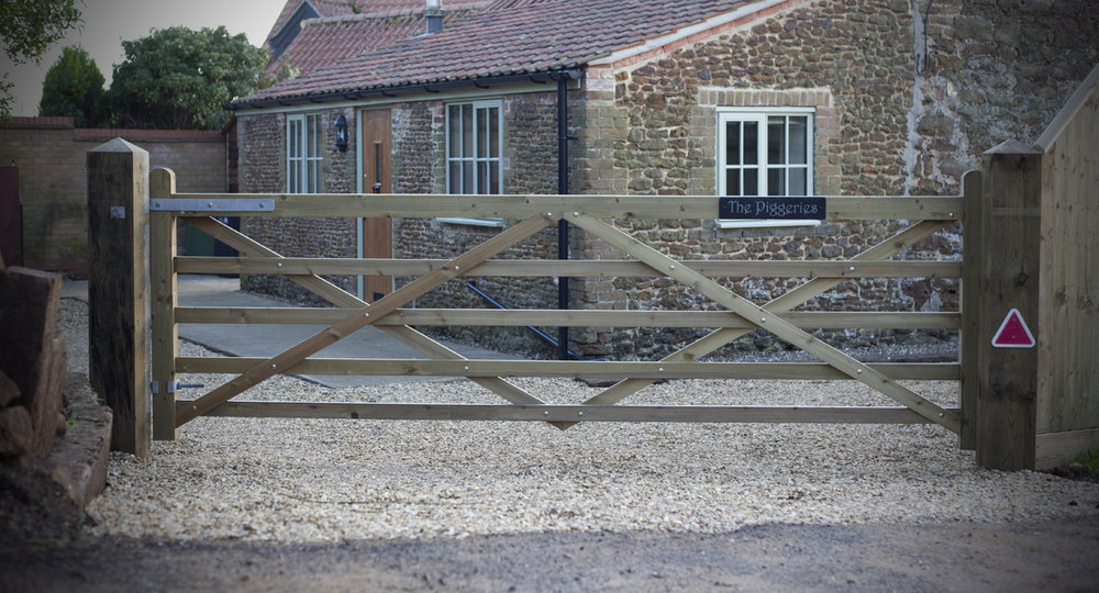 gates-and-fencing-around-a-West-Norfolk-farmhouse5.jpg