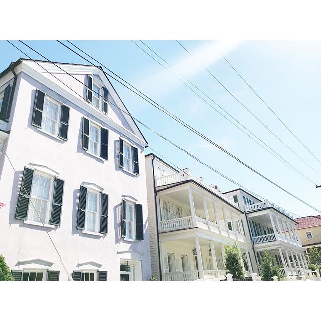 Ready ready ready for the weekend . . . #abitofcharleston #charleston #charlestonsc #explorecharleston #charlestonscenes #architectureofcharleston #housebeautiful #condenasttraveler #travelcharleston #chstoday #southernliving #historiccharleston #southofbroad #downtowncharleston